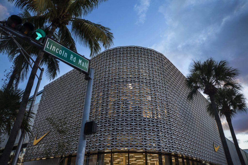 Zoológico de noche Biblioteca troncal Tregua  NIKE MIAMI OPENS ITS DOORS